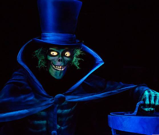 HarshLight - CC-BY 2.0 https://commons.wikimedia.org/wiki/File:Disneyland_2015_Hatbox_Ghost_Photo.jpg